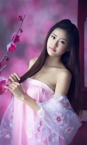穿古裝漢服的清純美女