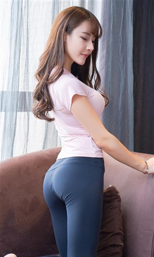緊身褲翹臀性感美女