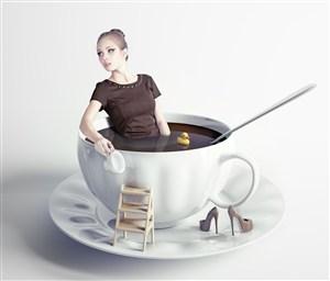 坐在咖啡杯里的美女创意高清图