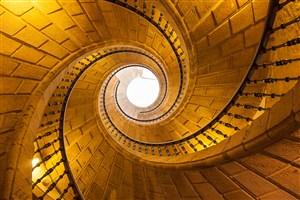 金色灯光砖块式螺旋楼梯