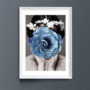 蓝色花朵女性装饰画