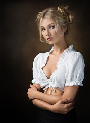 低胸性感欧美美女肖像艺术写真图片
