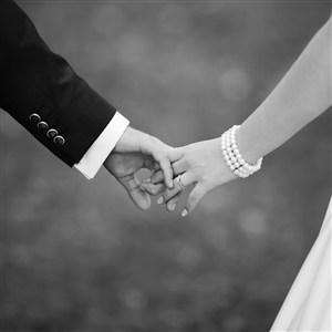 婚纱照情侣牵手图片