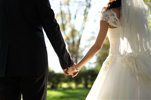 欧美婚纱照情侣牵手图片