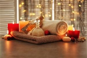 毛巾上的精油和蠟燭高清攝影圖