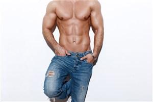 手插褲口袋男人肌肉男健美圖片
