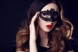 精选戴面具的美女图片