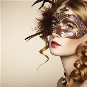 俄羅斯戴面具的美女圖片