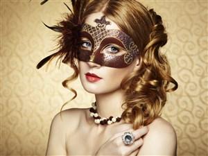 華麗的戴面具的美女圖片
