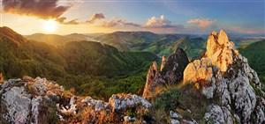 高清日出下的山脉风景图片