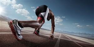 在跑道上運動的男性高清攝影圖