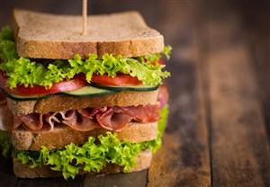 四層巨無霸三明治高清攝影圖片
