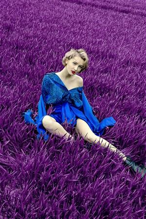 紫色植物歐美藍裙子美女