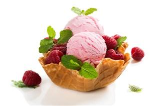 冰淇淋球草莓覆盆子
